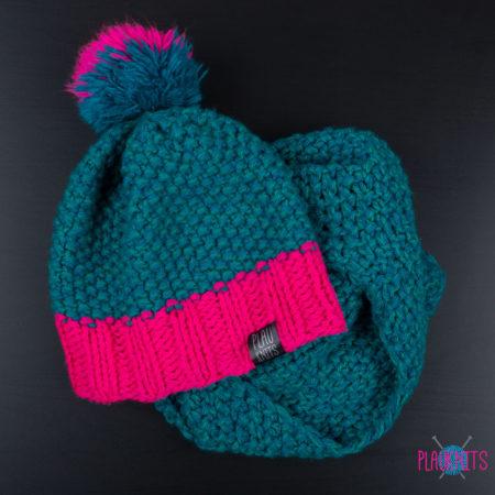 Зелёно-розовый вязаный комплект шапка и снуд Катион