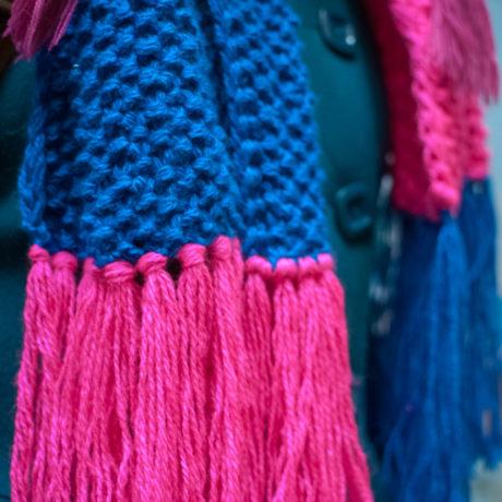 Cине-малиновый длинный вязаный шарф Гибридизация