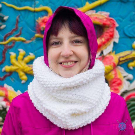 Белый вязаный шарф-снуд ручной работы Моллекула