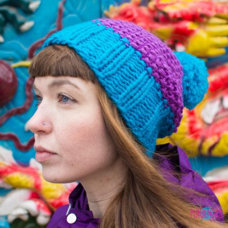 Сиренево-синяя вязаная шапка ручной работы Квант