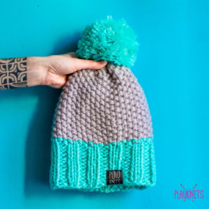 Серо-ментоловая вязаная шапка ручной работы Квант