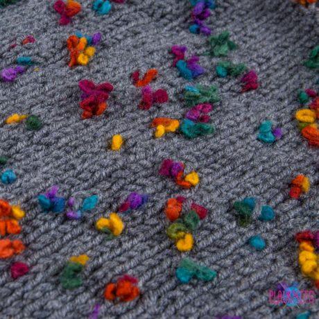 Серый вязаный снуд ручной работы Цветочный букет