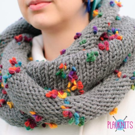 Серый шарф-снуд Цветочный букет