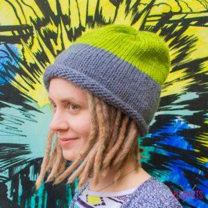 Серо-зелёная вязаная шапка мешок ручной работы Осень