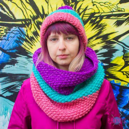 Вязаный комплект шапка и шарф-снуд ручной работы Три полоски