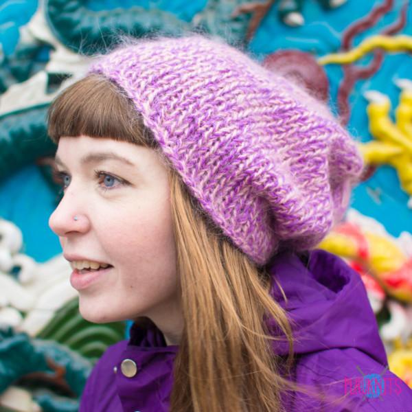 Розовая вязаная шапка ручной работы с мохером