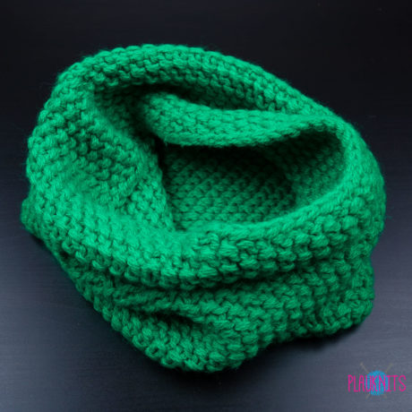 Зелёный вязаный снуд ручной работы Моллекула