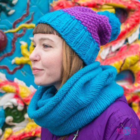 Сиренево-синий вязаный комплект шарф-снуд и шапка ручной работы