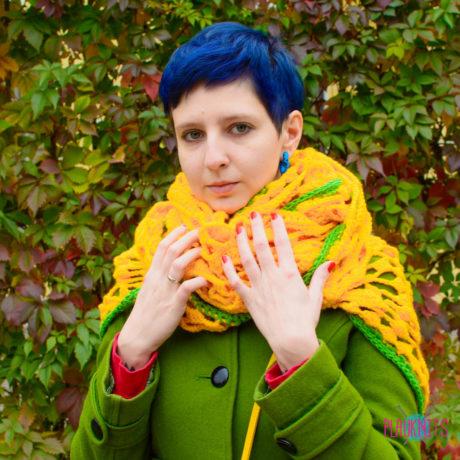 Жёлтая вязаная шаль-шарф ручной работы Узор