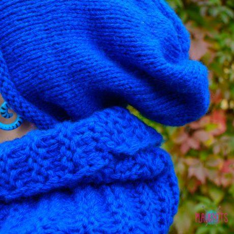 Синий вязаный комплект шарф-снуд и шапка ручной работы