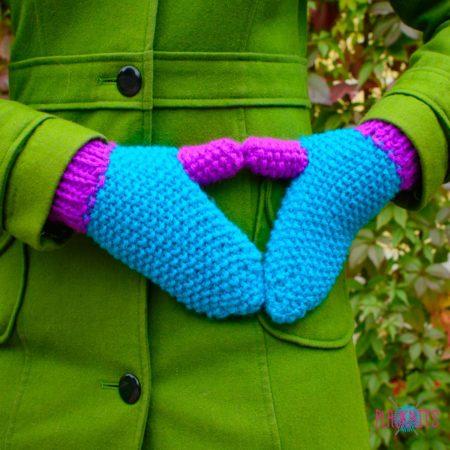 Сини-фиолетовые вязаные варежки ручной работыКраски