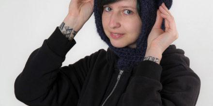 Синий вязаный капюшон с ушками ручной работы