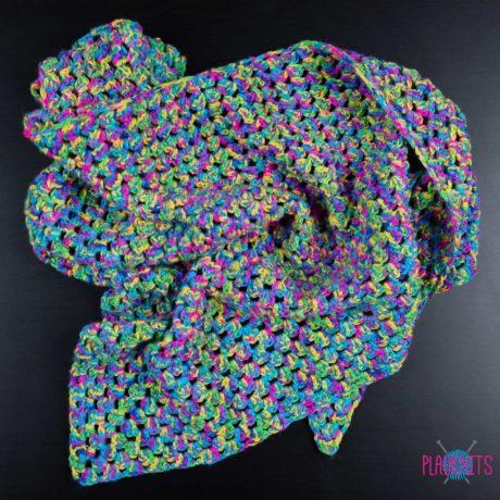 Цветастый треугольный вязаный шарф ручной работы