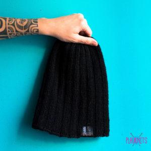 Чёрная вязаная шапка ручной работы Симпл