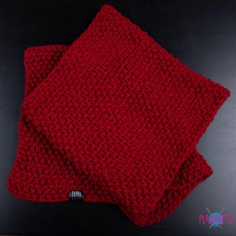 Бордовый широкий вязаный шарф ручной работы