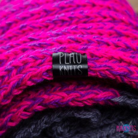 Серо-розово-фиолетовый длинный вязаный шарф