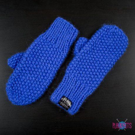 Синие мягкие вязаные варежки ручной работы