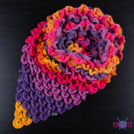 Разноцветный треугольный вязаный шарф Чешуйки 1