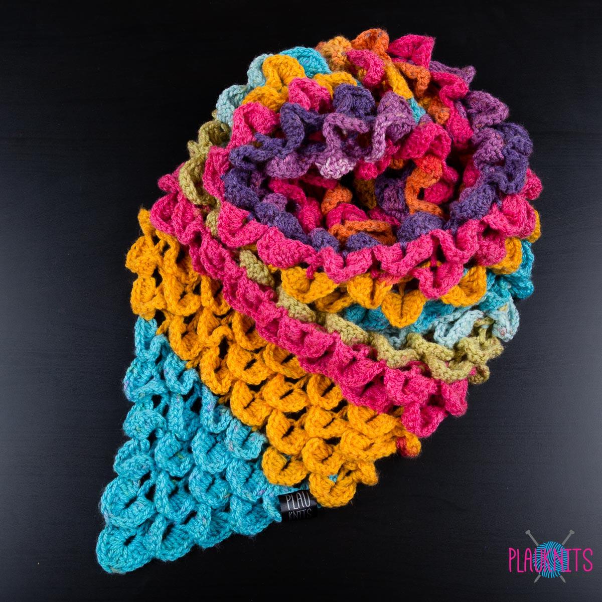 разноцветный треугольный вязаный шарф чешуйки 2 Plauknits