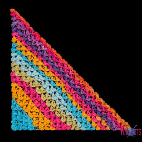 Разноцветный треугольный вязаный шарф Чешуйки 2