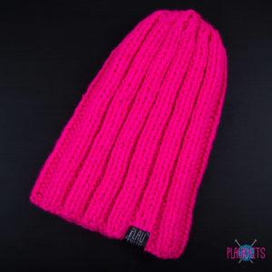 Малиновая толстая вязаная шапка ручной работы Пик