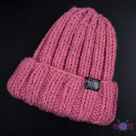 Розовая толстая вязаная шапка ручной работы Пик