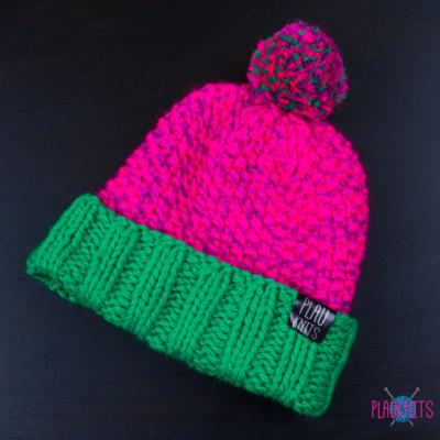 Розово-зелёная вязаная шапка с помпоном Квант