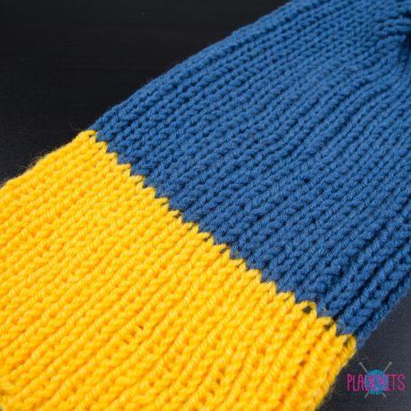Сине-жёлтая вязаная шапка ручной работы Симпл
