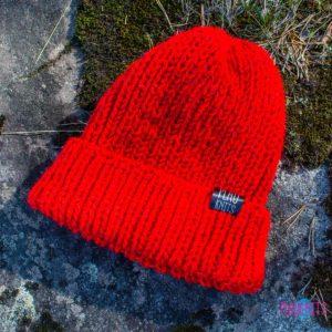 Красная вязаная шапка с подворотом ручной работы Симпл