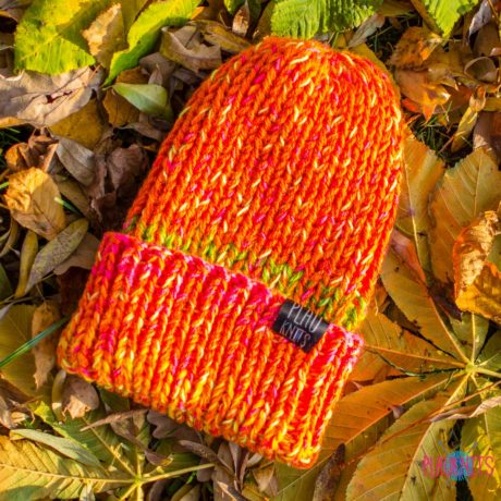 Оранжево-желтая вязаная шапка с подворотом ручной работы Симпл
