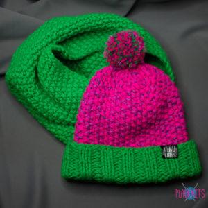 Зелёно-розовый вязаный комплект шапка и снуд ручной работы
