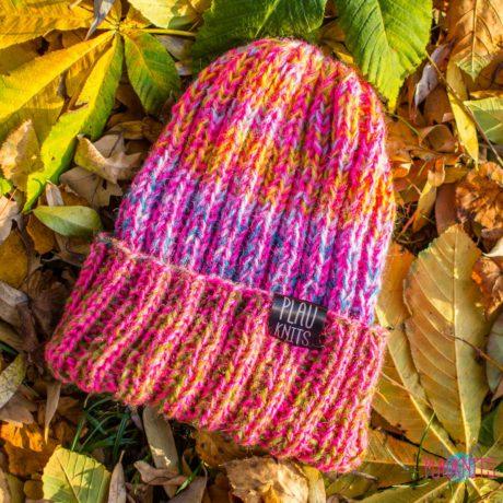 Розово-сиреневая вязаная шапка с подворотом ручной работы Симпл