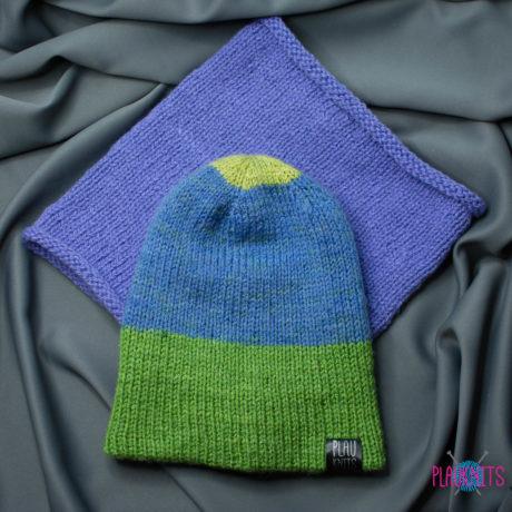 Сиреневый вязаный комплект с двусторонней шапкой и снуд