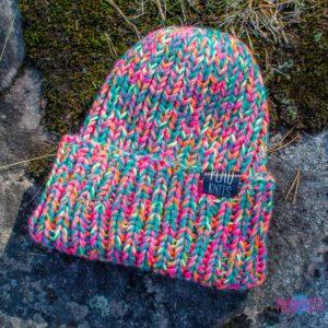Цветастая вязаная шапка с подворотом ручной работы Симпл