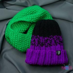 Зелёно-фиолетовый вязаный комплект шапка и снуд