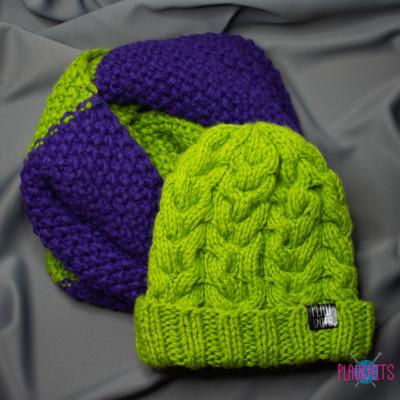 Тёплый зелёно-фиолетовый вякомплект шапка и снуд