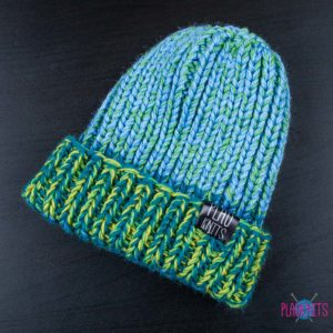 Зелёно-голубая вязаная шапка с подворотом ручной работы Симпл