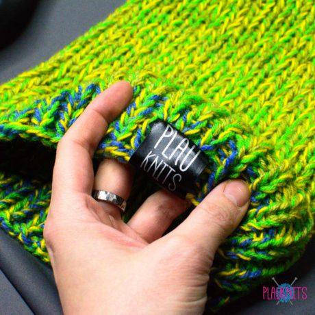 Салатовая вязаная шапка с подворотом Симпл