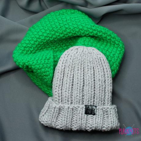 Зелёно-серый вязаный комплект шапка и снуд